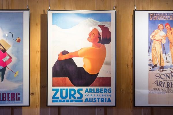 """Fasziniert von den Arnold Fanck- Skifilmen mit Hannes Schneider, insbesondere vom """"Wunder des Schneeschuhs"""" (1920), traten viele den Weg zum Arlberg an."""